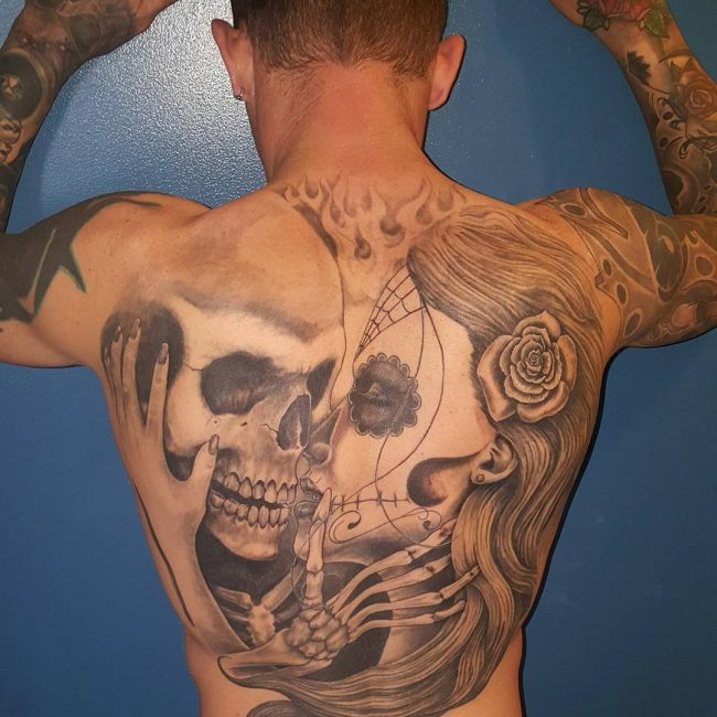 kissing skulls back tattoo for men